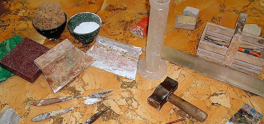 Некоторые инструменты для работы с оселковым мрамором.