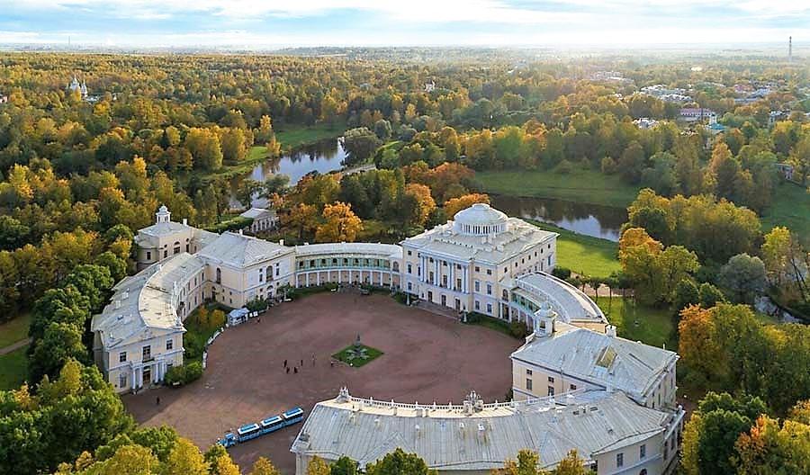Императорский дворец в Павловске. Вид сверху.