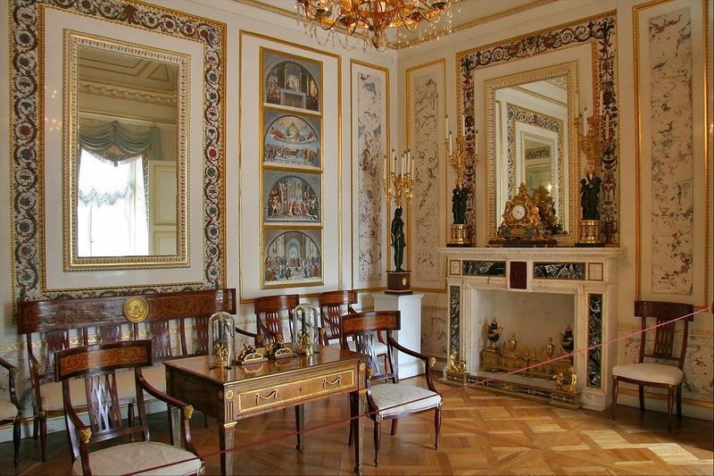 Новый кабинет с великолепной отделкой оселковым мрамором