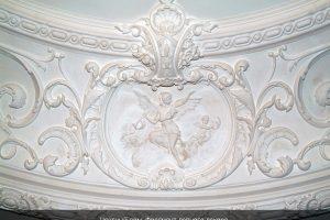Фрагмент потолочной лепнины частного дома