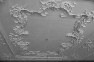 Гипсовая лепнина потолка