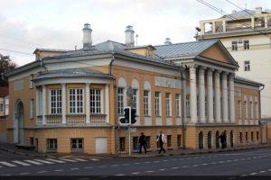 Фасад Дома-усадьбы Муравьевых-Апостолов на Старой Басманной
