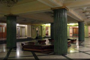 Оселковый мрамор на колоннах Новой сцены Большого Театра