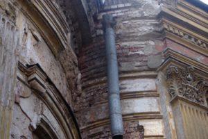 Разрушения фасада Храма Святой Великомученицы Ирины