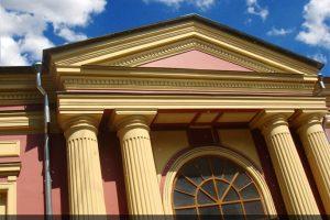Фрагмент отреставрированного фасада Ирининского Храма