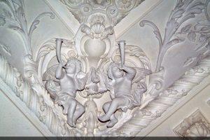 Фрагмент лепного карниза в частном доме
