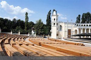 Зеленый театр ВДНХ Реставрация скамей из лиственницы